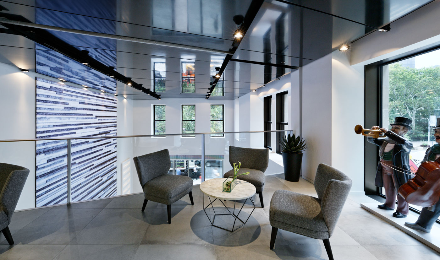<p>Foster and Partners<br /> </p> <p>Porcelanosa, NYC</p>
